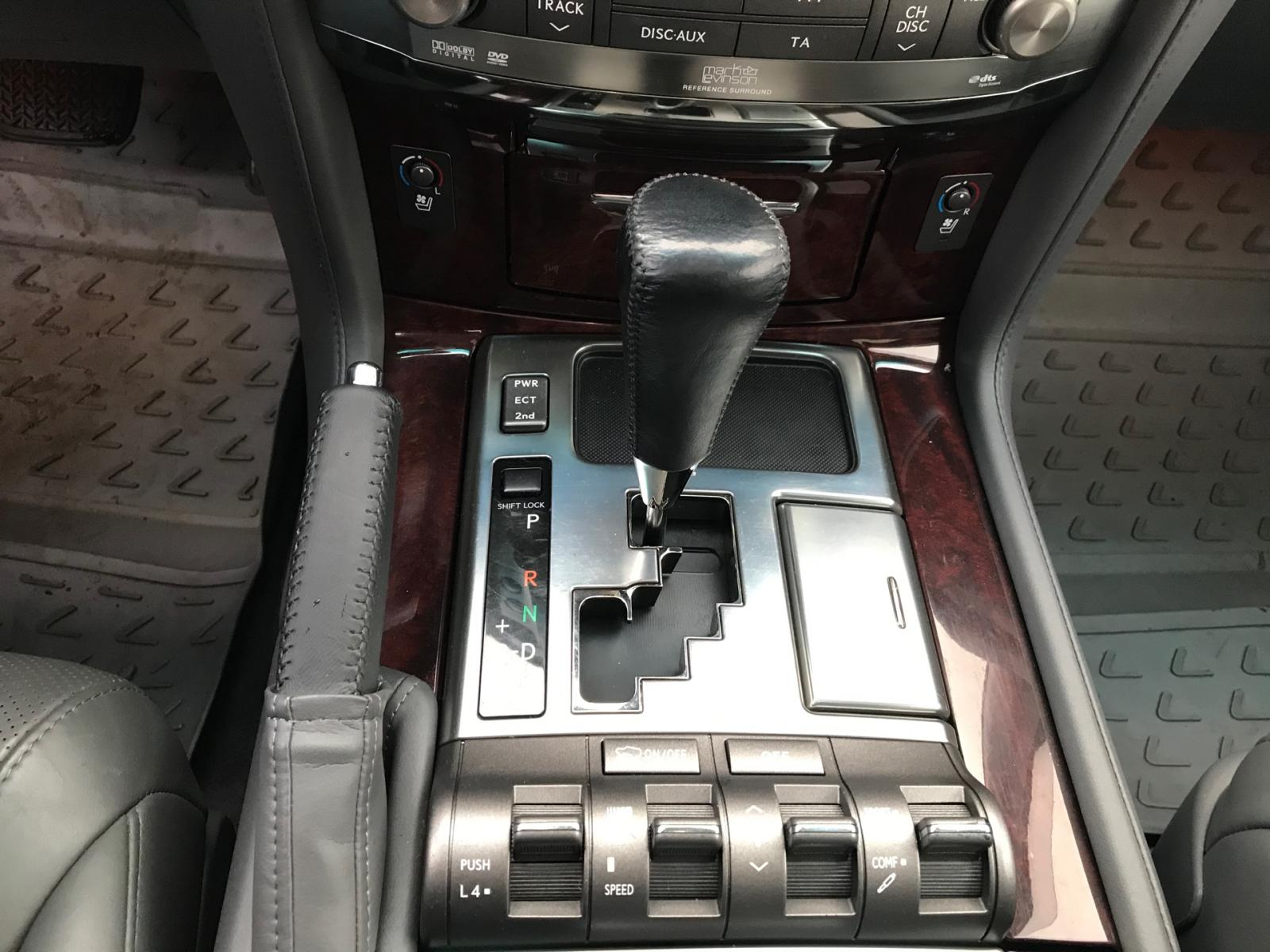 Lexus LX 2008г.