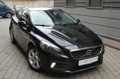 VolvoV40 Cross Country2.0 AT (213 л.с.) 4WD